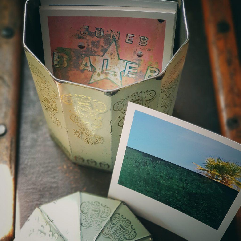 alte Kaffeedose mit Fotos