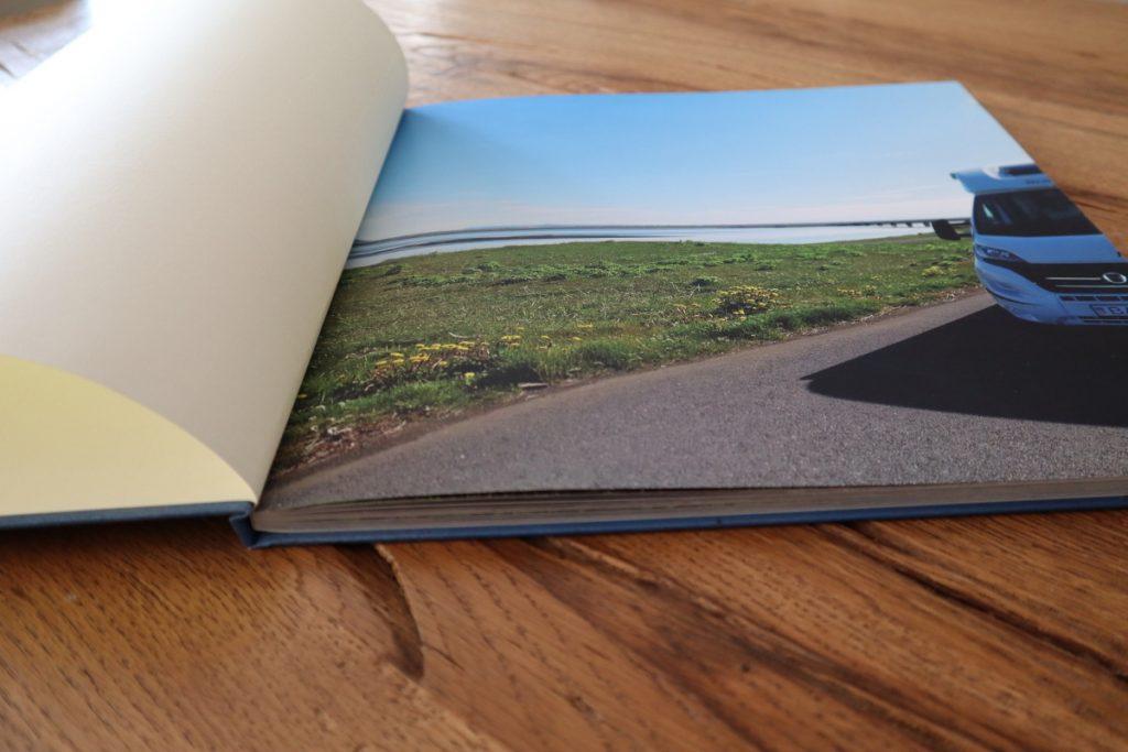 Fotobuch erste Seite aufgeklappt