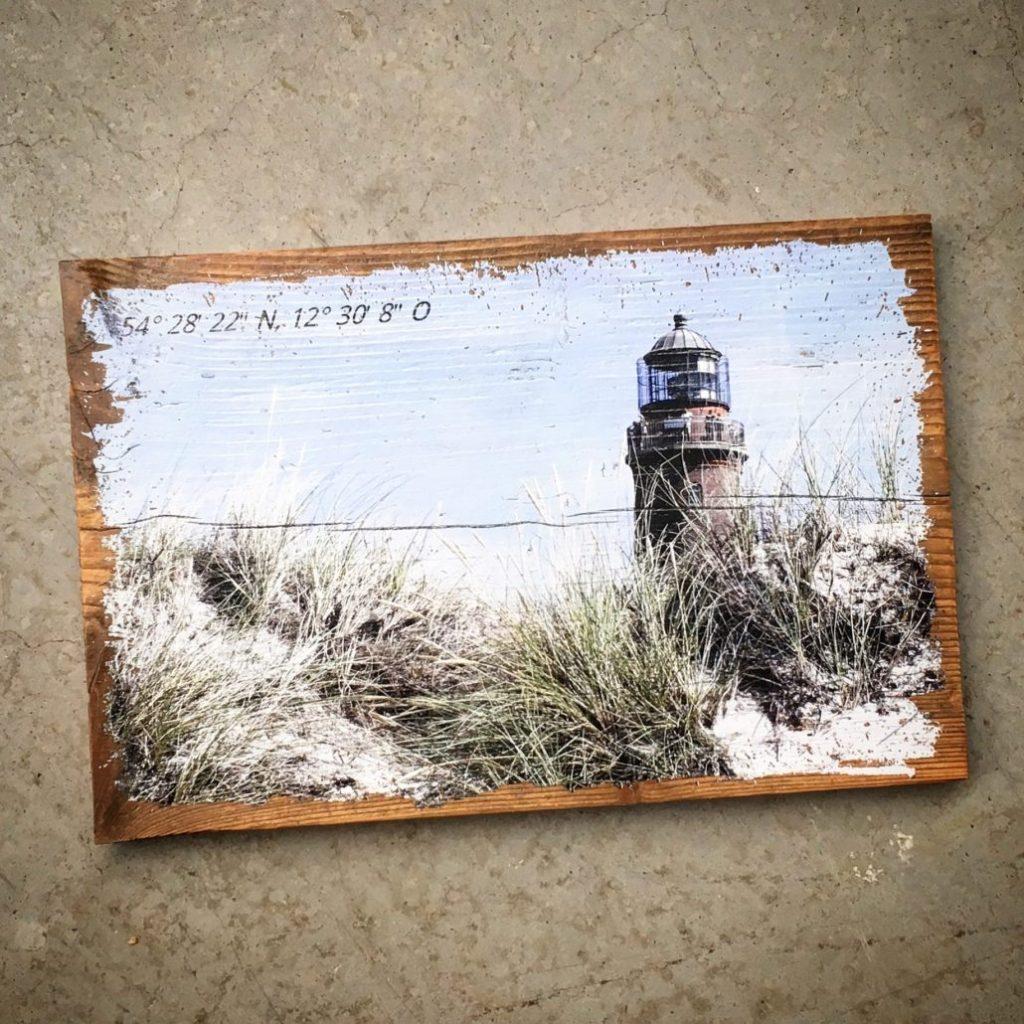 Holzfoto mit Leuchtturm