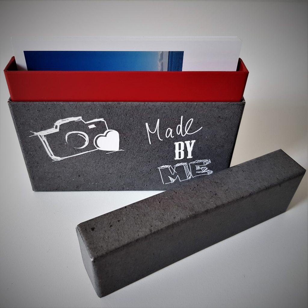 Schachtel mit Fotos innen