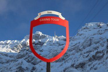 der Säntis-Gipfel durch das Symbol der Grand Tour of Switzerland