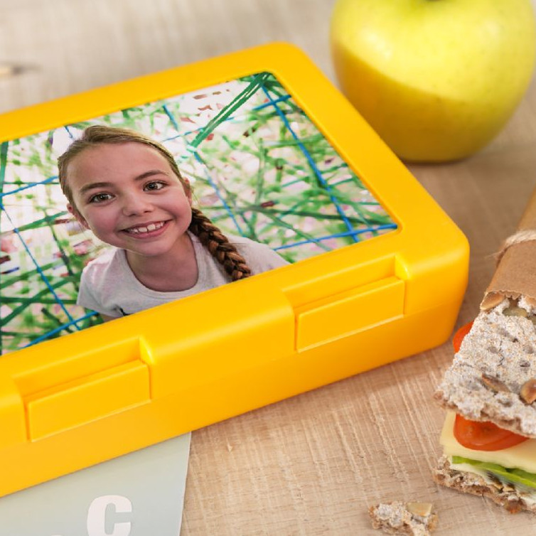 gelbe Brotdose mit Foto